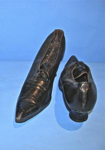 Black shoes with two eyelets