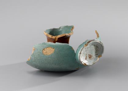 Fragmentary ring bottle