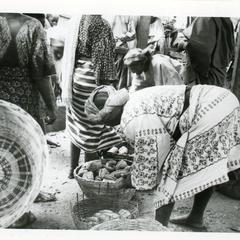Buying Kola (Obi Abata) in pods at Oshu market