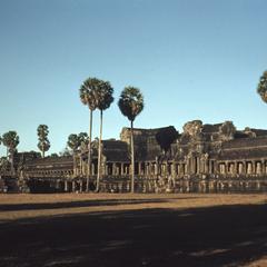 Angkor Wat : inner temple and long shadows