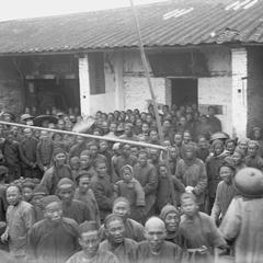 [Crowd of non-Christians in front of a chapel at Fuyin tang (Gospel Hall/Chapel) 福音堂 at Pak Wan.]