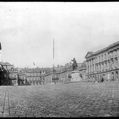 Chateau Louis XIV statue