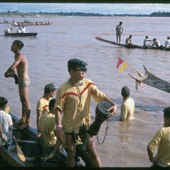 Boat races : close-ups of crew