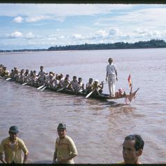 Boat races : close-ups of racing pirogues