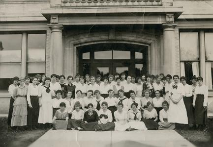 1916 Ladies' Student Group in front of Old Main