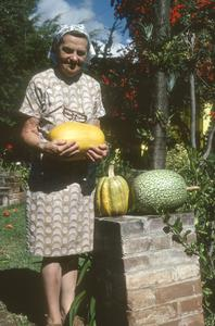 Lady with big spaghetti squash, Tuxpan