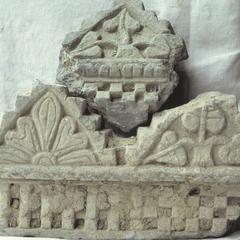NG160, Cornice Fragment