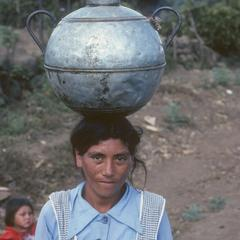 Woman with a pot of water on her head, near El Progreso