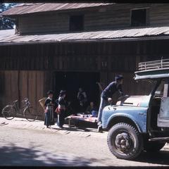Huayxay : Hmong (Meo) along Main street