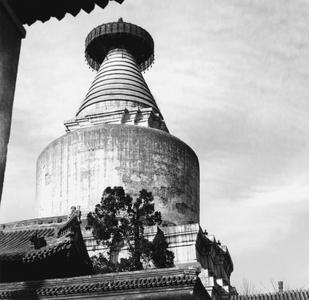 Baita Si - Temple of White Pagoda 白塔寺, also known as Miaoying Si 妙應寺 or Miaoying Temple.