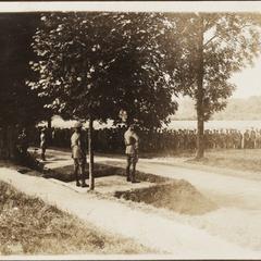 Die Reg.-Parade vor den Deutschen Kronprinz i. Steney 1916