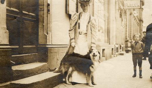 Lelia Bascom with dog