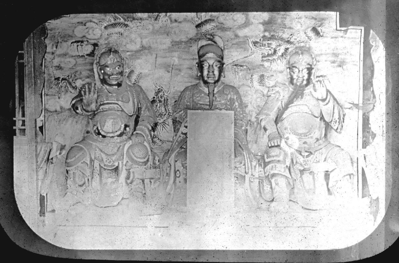 Sculptures of Liu Bei 劉備, Guan Yu 關羽 and Zhang Fei 張飛.