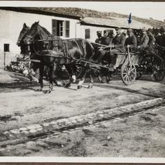 In Steney mit Fahrer Hans Pölsterl auf den Fahrt zum Bahnhof in Heimaturlaub 1916 Mein erster Urlaub seit Kriegsbeginn