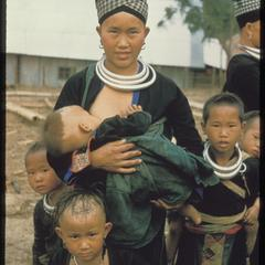 Hmong (Meos) : parents with children