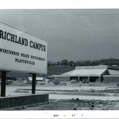 Richland Campus sign
