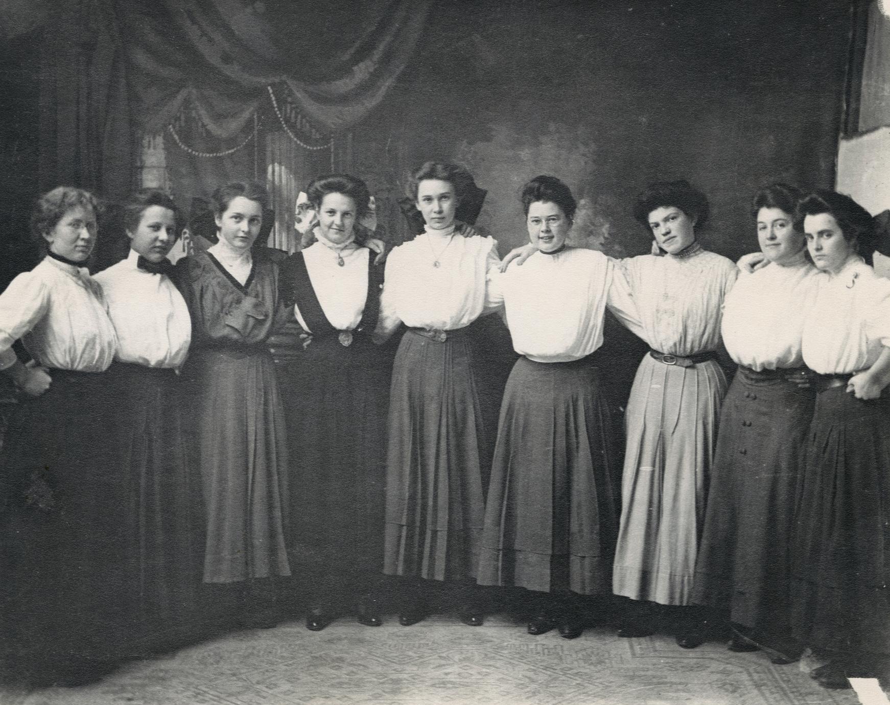 Students at River Falls Normal School, 1911