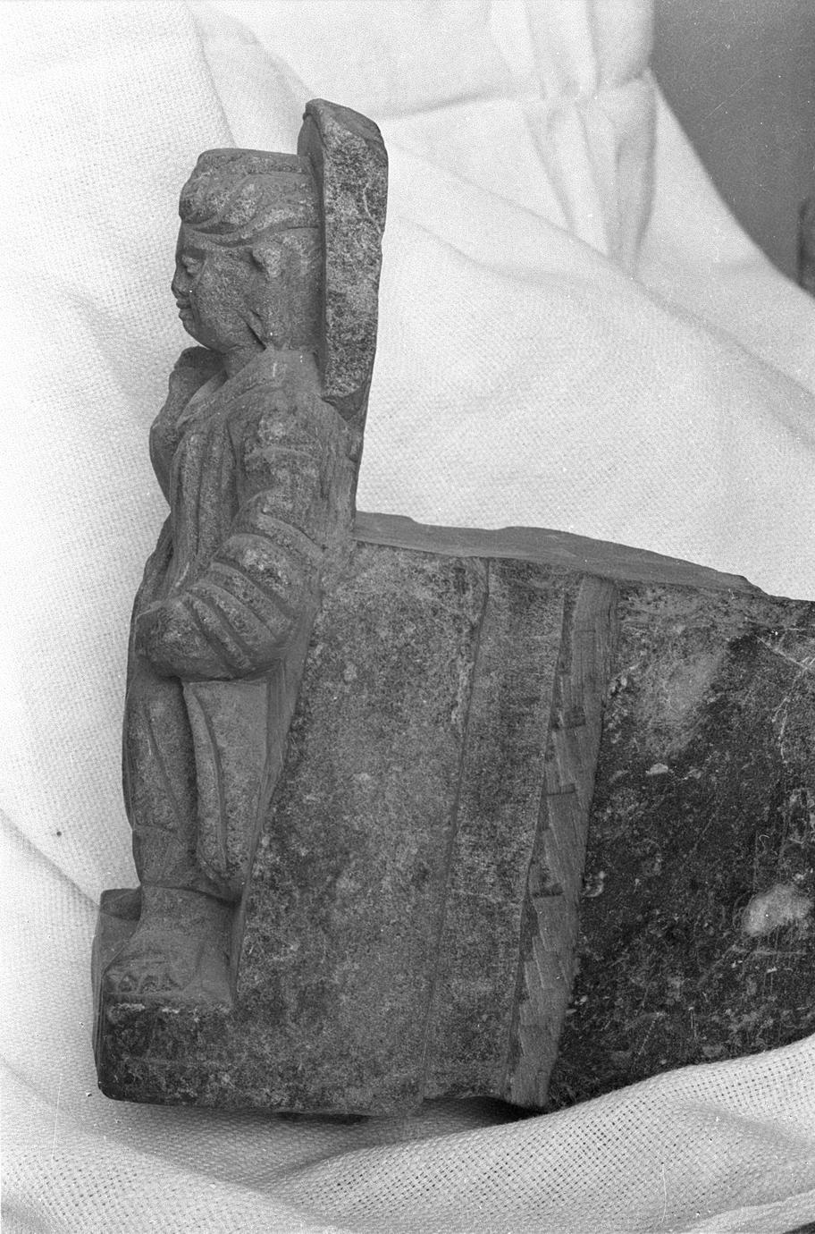 NG327, Bracket with a Standing Buddha (5 of 5)