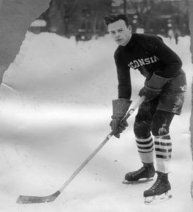 UW men's hockey player, Rahr