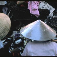 Morning Market : Vietnamese women
