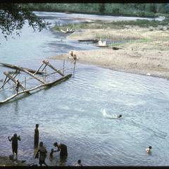 Vangviang : along riverbank