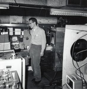 Jerry Batz, electronic technician
