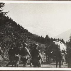 Aufmarsch bei Tolmein i. Südtirol 1917