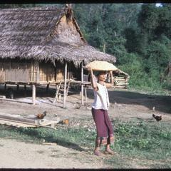 Muang Kasy : Kammu (Khmu') village resettled, with women