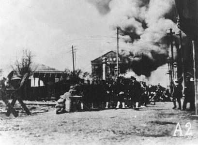 Japanese marines advance to Zhabei 閘北.
