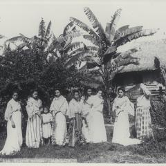 Group of Filipino women in local dress, Manila, 1899
