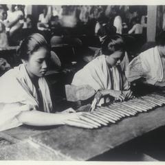 Women making cigars, Manila, 1920-1930